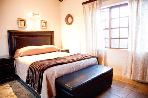 Lalapanzi Standard Self Catering Room with double bed overnight accommodation in louis trichardt makhado on the n1 between polokwane and musina
